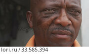 African man looking away. Стоковое видео, агентство Wavebreak Media / Фотобанк Лори