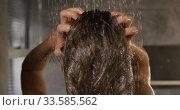 Caucasian woman taking shower in hotel. Стоковое видео, агентство Wavebreak Media / Фотобанк Лори