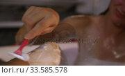 Caucasian woman shaving leg in bath in hotel. Стоковое видео, агентство Wavebreak Media / Фотобанк Лори
