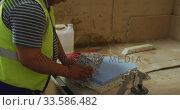 Worker assembling pieces of concrete block. Стоковое видео, агентство Wavebreak Media / Фотобанк Лори