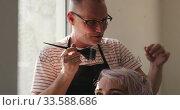 Купить «Front view woman having her hair styled by a hairdresser», видеоролик № 33588686, снято 29 апреля 2019 г. (c) Wavebreak Media / Фотобанк Лори