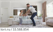 Father and daughter spending  time together . Стоковое видео, агентство Wavebreak Media / Фотобанк Лори