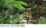 Купить «Little girl wandering in nature», видеоролик № 33589086, снято 23 января 2020 г. (c) Wavebreak Media / Фотобанк Лори