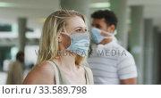 Купить «Side view of Caucasian people on the go wearing a coronavirus covid19 mask», видеоролик № 33589798, снято 12 марта 2020 г. (c) Wavebreak Media / Фотобанк Лори