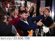 Купить «Guy expressively dancing in bar», фото № 33606198, снято 29 ноября 2017 г. (c) Яков Филимонов / Фотобанк Лори