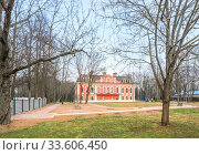 Купить «Усадьба Села Красного Manor building in the village of Krasnoye», фото № 33606450, снято 29 марта 2020 г. (c) Baturina Yuliya / Фотобанк Лори