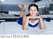 woman is lying on bed and posing playfully in the store. Стоковое фото, фотограф Яков Филимонов / Фотобанк Лори