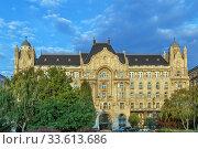 Купить «Gresham Palace, Budapest, Hungary», фото № 33613686, снято 17 сентября 2019 г. (c) Boris Breytman / Фотобанк Лори
