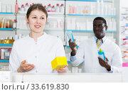 girl apothecary offering medication. Стоковое фото, фотограф Яков Филимонов / Фотобанк Лори