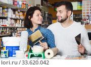 Couple buying tools for house decoration. Стоковое фото, фотограф Яков Филимонов / Фотобанк Лори