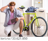 Student commuting to university using cycle. Стоковое фото, фотограф Elnur / Фотобанк Лори
