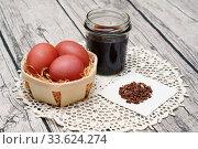 Купить «Пасхальные яйца, крашеные мареной красильной», эксклюзивное фото № 33624274, снято 23 апреля 2020 г. (c) Dmitry29 / Фотобанк Лори