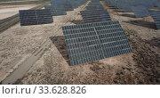 Купить «Solar power station. Solar panels in the desert», видеоролик № 33628826, снято 9 марта 2019 г. (c) Яков Филимонов / Фотобанк Лори