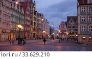 View of illuminated historical Market Square in Wroclaw on spring evening (2020 год). Редакционное видео, видеограф Яков Филимонов / Фотобанк Лори