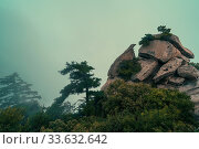 Pile of massive boulders on the summit of mountain landscape seen from the West Peak on Hua Shan mountain, Xian, Shaanxi Province, China. Стоковое фото, фотограф Zoonar.com/Pawel Opaska / easy Fotostock / Фотобанк Лори
