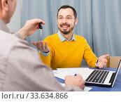 Купить «Mature and manager sign contract car lease», фото № 33634866, снято 5 июня 2020 г. (c) Яков Филимонов / Фотобанк Лори
