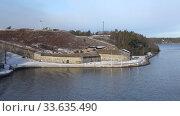 Купить «Вид на старинную морскую крепость Оскар-Фредриксборг мартовским утром. Стокгольмский архипелаг, Швеция», видеоролик № 33635490, снято 9 марта 2019 г. (c) Виктор Карасев / Фотобанк Лори