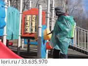 Купить «Балашиха, санитарная обработка детской площадки при Коронавирусной пандемии COVID-19», эксклюзивное фото № 33635970, снято 26 апреля 2020 г. (c) Дмитрий Неумоин / Фотобанк Лори