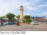 Вид на старую часовую башню на городской площади. Коломбо, Шри-Ланка. Редакционное фото, фотограф Виктор Карасев / Фотобанк Лори