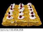"""Купить «Несколько пирожных """"Наполеон"""" со сливками и ягодами на черном фоне», фото № 33654358, снято 26 февраля 2020 г. (c) Румянцева Наталия / Фотобанк Лори"""