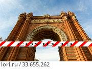 Coronavirus in Barcelona, Spain. Covid-19 sign. Concept of COVID pandemic and travel in Europe. Arc de Triomf. Стоковое фото, фотограф Владимир Журавлев / Фотобанк Лори