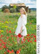 Купить «Back view of young female wearing white dress holding bouquet», фото № 33659806, снято 8 апреля 2019 г. (c) Яков Филимонов / Фотобанк Лори