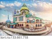 Храм Всех Религий в Казани Church of All Religions in Kazan (2017 год). Редакционное фото, фотограф Baturina Yuliya / Фотобанк Лори