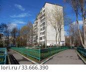 Девятиэтажный шестиподъездный панельный жилой дом серии I-515/9ЮЛ, построен в 1971 году. Хабаровская улица, 25. Район Гольяново. Город Москва (2020 год). Стоковое фото, фотограф lana1501 / Фотобанк Лори