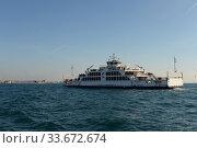 Купить «Пассажирский паром Sahilbent в проливе Босфор. Стамбул», фото № 33672674, снято 3 ноября 2019 г. (c) Free Wind / Фотобанк Лори