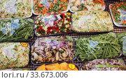 Купить «Fresh cut vegetables in sets prepared for cooking on store showcase», видеоролик № 33673006, снято 16 июля 2020 г. (c) Яков Филимонов / Фотобанк Лори