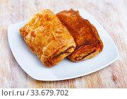 Купить «Neapolitan stuffed with ham and cheese closeup. Delicious breakfast concept», фото № 33679702, снято 3 июня 2020 г. (c) Яков Филимонов / Фотобанк Лори