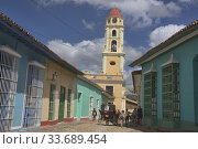 Купить «Sightseeing by horsecart in UNESCO World Heritage Trinidad, Cuba.», фото № 33689454, снято 19 марта 2020 г. (c) age Fotostock / Фотобанк Лори