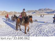Asie, Mongolie, Ouest de la Mongolie, Province d Khvod, Village de Mankhan, mongols suur des chevaux / Asia, Mongolia, Western Mongolia, Khvod Province, Mankhan Village, mongols on horses. (2019 год). Редакционное фото, фотограф Morales / age Fotostock / Фотобанк Лори