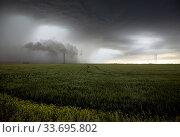Купить «Prairie Storm Clouds in Saskatchewan Canada rural setting», фото № 33695802, снято 2 июня 2020 г. (c) age Fotostock / Фотобанк Лори