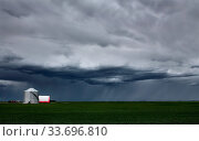 Купить «Prairie Storm Clouds in Saskatchewan Canada rural setting», фото № 33696810, снято 3 июля 2020 г. (c) age Fotostock / Фотобанк Лори