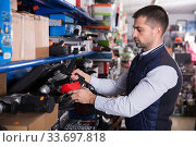 Man choosing drilling machine. Стоковое фото, фотограф Яков Филимонов / Фотобанк Лори