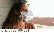 Caucasian woman wearing a face mask at home. Стоковое видео, агентство Wavebreak Media / Фотобанк Лори