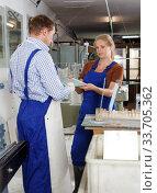 Woman and man working in glass workshop. Стоковое фото, фотограф Яков Филимонов / Фотобанк Лори
