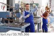 Купить «Worker drilling bores in glass on machine», фото № 33705366, снято 10 сентября 2018 г. (c) Яков Филимонов / Фотобанк Лори