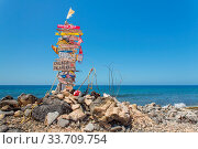 Signpost with stones at beach with sea of Bonaire. Стоковое фото, фотограф Zoonar.com/Ben Schonewille / easy Fotostock / Фотобанк Лори