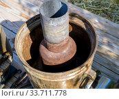 Купить «Внутреннее устройство старого дровяного самовара», фото № 33711778, снято 5 сентября 2019 г. (c) Вячеслав Палес / Фотобанк Лори