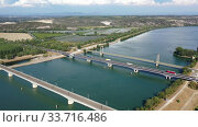 Panoramic view of suspension bridge Pont de Roquemaure, Rhone road bridge and railway Viaduc de Roquemaure across Rhone river, France. Стоковое видео, видеограф Яков Филимонов / Фотобанк Лори
