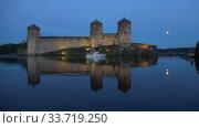 Купить «Июльские сумерки у старинной крепости Олавинлинна. Савонлинна, Финляндия», видеоролик № 33719250, снято 24 июля 2018 г. (c) Виктор Карасев / Фотобанк Лори