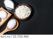 Food is a source of calcium, magnesium, protein, fats, carbohydrates, balanced diet. Dairy products: cottage cheese, sour cream, milk, chicken egg, contain casein, albumin, globulin, lactose. Стоковое фото, фотограф Светлана Евграфова / Фотобанк Лори