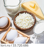 Food is a source of calcium, magnesium, protein, fats, carbohydrates, balanced diet. Dairy products on the table: cottage cheese, sour cream, milk, cheese, chicken egg, contain casein, albumin, globulin, free lactose. Стоковое фото, фотограф Светлана Евграфова / Фотобанк Лори