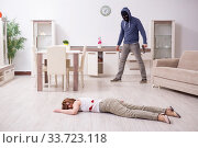 Купить «Gangster and young woman in robbery concept», фото № 33723118, снято 15 мая 2019 г. (c) Elnur / Фотобанк Лори