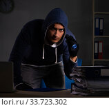 Thief trying to steal personal data in identity theft concept. Стоковое фото, фотограф Elnur / Фотобанк Лори