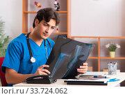 Купить «Young handsome doctor radiologyst working in clinic», фото № 33724062, снято 10 августа 2018 г. (c) Elnur / Фотобанк Лори