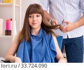 Купить «Young woman visiting young handsome barber», фото № 33724090, снято 9 августа 2018 г. (c) Elnur / Фотобанк Лори