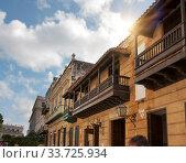 Купить «Balcony of an old colonial house in Havana, Cuba», фото № 33725934, снято 27 января 2013 г. (c) Вознесенская Ольга / Фотобанк Лори